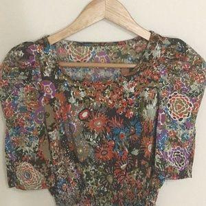 Dresses & Skirts - Beautiful flower pattern dress w/ shoulder pads